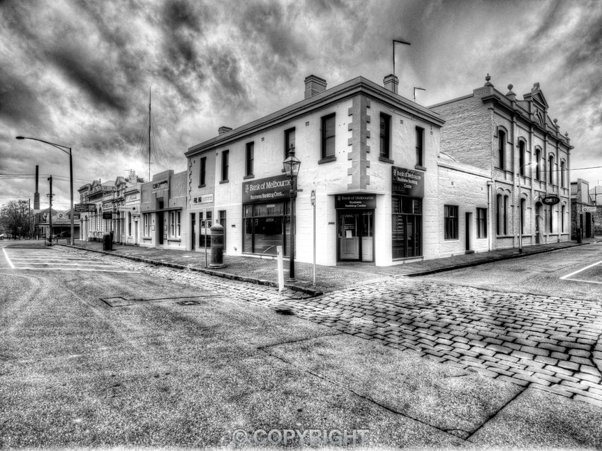 Bank-of-Melbourne_Lydiard-Street-South_0076_20130426B&W