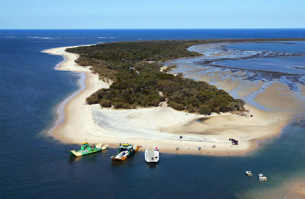 Inskip Point_6724 - Barges carrying 4WD to Fraser Island