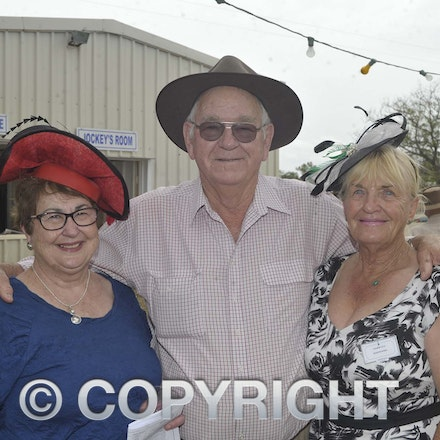 161022_SR20230 - At the 2016 Isisford Races
